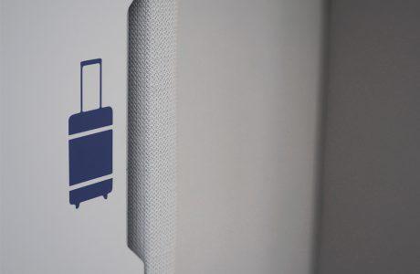 Comme Un Trait architecte d'intérieur LE MANS SARTHE Pays de la Loire aménagement d'un accueil banque d'accueil détail sol caoutchouc GIE SESAM VITALE agencement menuiserie intérieur détail poignée signalétique