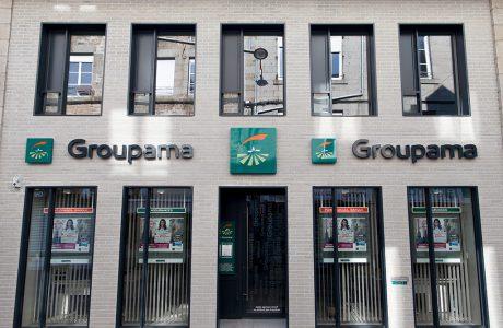 Comme Un Trait architecture Sarthe rénovation d'une agence commerciale institution d'assurance Groupama La Ferté Macé façade